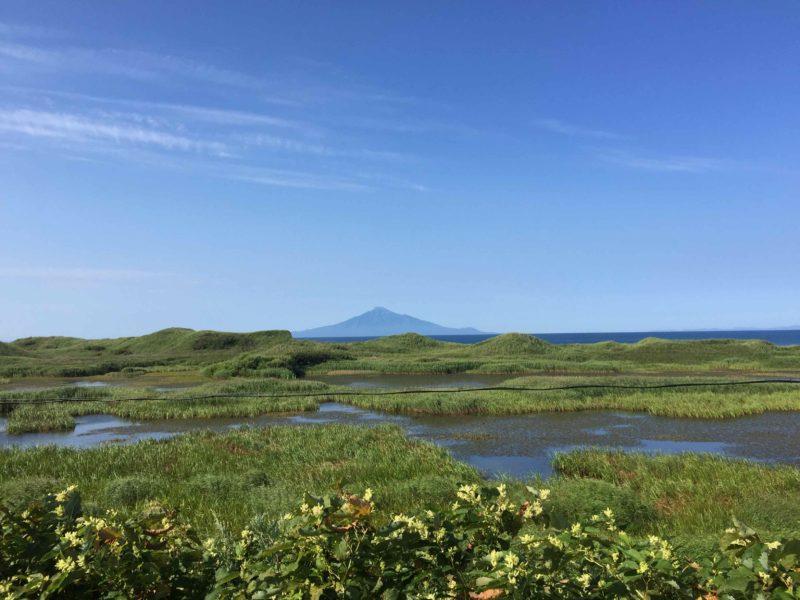 サロベツ原野からの利尻富士の眺め