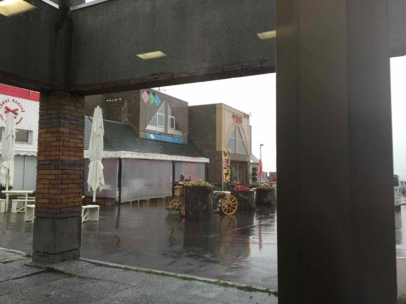 暴風雨の中の道の駅中山峠
